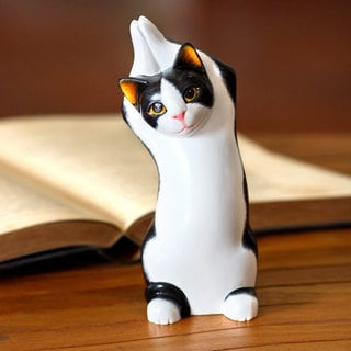 Handmade Albesia Wood 'Tuxedo Cat Stretch' Sculpture (Indonesia)