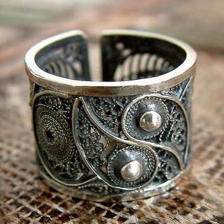 Handmade Sterling Silver 'Yin and Yang' Ring (Peru)