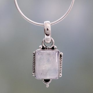 Handcrafted Sterling Silver 'Rainbow Light' Moonstone Necklace (India)