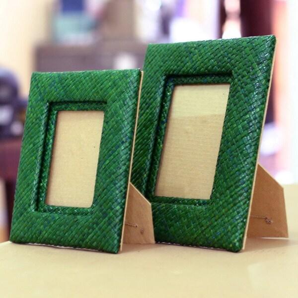 Handmade Set of 2 Pandanus 'Natural in Green' Photo Frames (Indonesia)