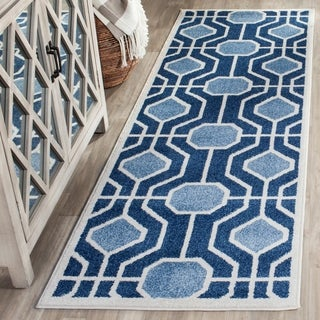 Safavieh Indoor/ Outdoor Amherst Light Blue/ Navy Rug (2' 3 x 7')