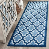 Safavieh Indoor/ Outdoor Amherst Light Blue/ Navy Rug - 2'3 x 7'