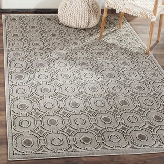 Safavieh Indoor/ Outdoor Amherst Light Grey/ Ivory Rug (2' 3 x 7')