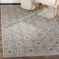 Safavieh Indoor/ Outdoor Amherst Light Grey/ Ivory Rug - 2' 3 x 7'