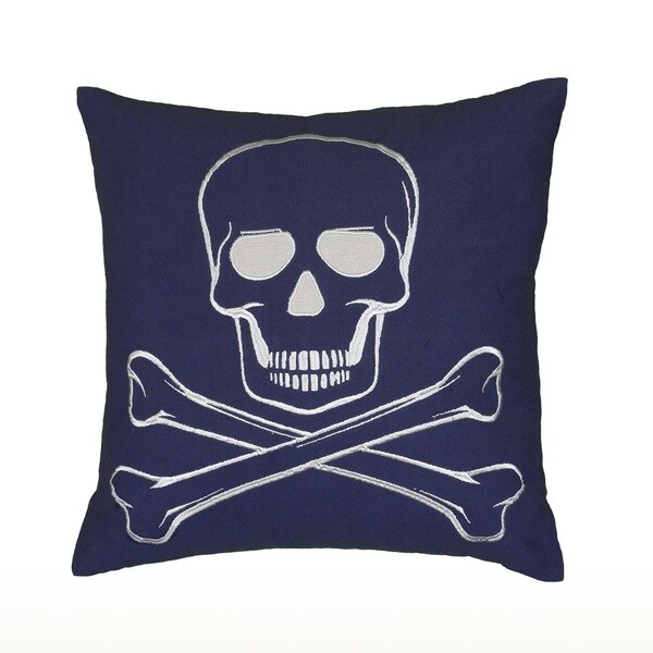 RizzyHome Embroidered Skull and Crossbones Pattern 18-inch Decorative Throw Pillow