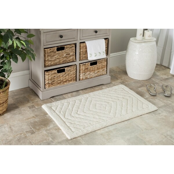 Safavieh plush master marquis diamond natural bath rug for Master bathroom rugs