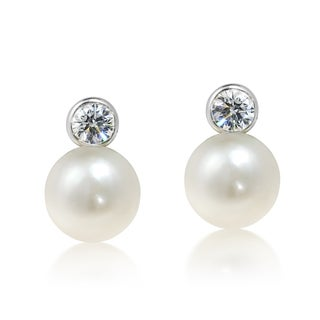 Handmade Bright Moon With Cubic Zirconia and White Pearl .925 Stud Earrings (Thailand)