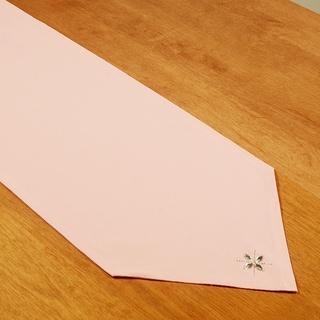 Duck Pink Cotton 12.5-inch x 54-inch Hemmed 'V' Runner with Gem Flowers
