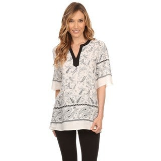 High Secret Women's White and Black Paisley Print Short Sleeve V-neck Blouse