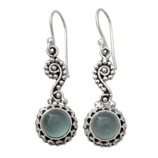 Handcrafted Sterling Silver 'Serene Paisley' Chalcedony Earrings (India)