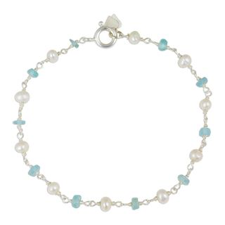 Handcrafted Sterling Silver 'Morning Blue' Pearl Apatite Bracelet (4 mm) (Thailand)