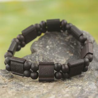 Handcrafted Sese Wood 'Black Radiance' Bracelet (Ghana)