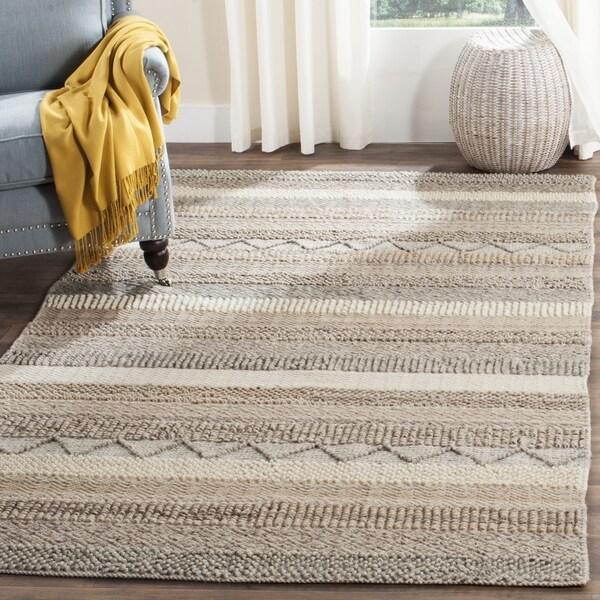 Safavieh Handmade Natura Beige Wool Rug - 4' x 6'