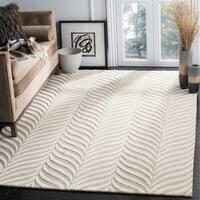 Safavieh Handmade Bella Sand/ Ivory Wool Rug - 6' x 9'