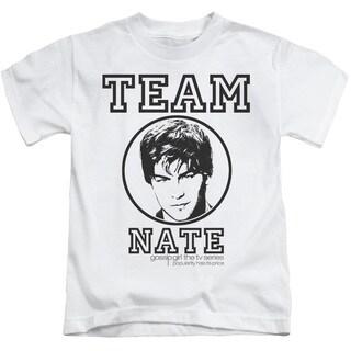 Gossip Girl/Team Nate Short Sleeve Juvenile Graphic T-Shirt in White