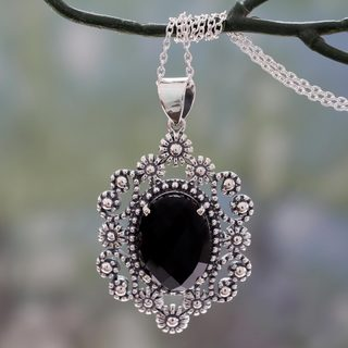 Handcrafted Sterling Silver 'Flowering Beauty' Onyx Necklace (India)