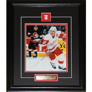 Steve Yzerman Detroit Red Wings 8x10-inch Frame