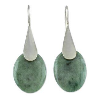 Handcrafted Sterling Silver 'Cool Maya Jungle' Jade Earrings (Guatemala)