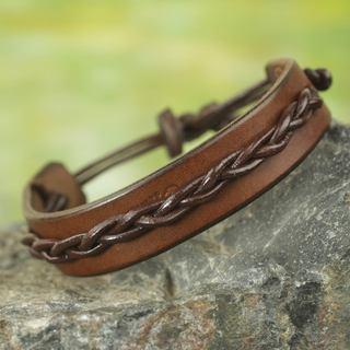 Handmade Men's Leather 'Simple Twist in Brown' Bracelet (Ghana)