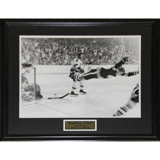Bobby Orr The Goal Black and White 16x20-inch Frame