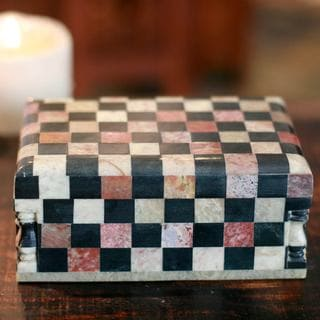 Handcrafted Marble 'Chess Master' Jewelry Box (India)