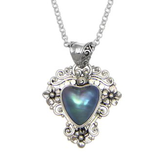 Handmade Silver 'Blue Heart in Bloom' 13mm Pearl Necklace (Indonesia)