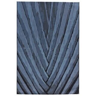 "Shade Indoor/ Outdoor Floral Blue/ Black Area Rug (5'3"" X 7'6"")"