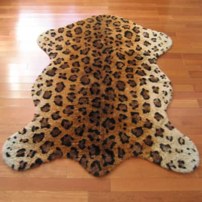 Walk on Me Leopard Faux Fur/ Faux Sheepskin Machine Washable Area Rug
