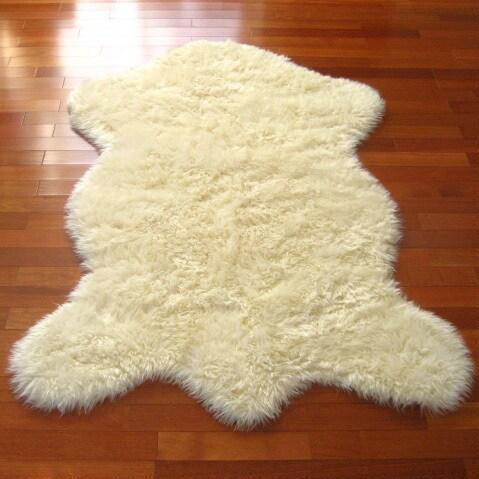 Classic Ivory Sheepskin Faux Fur Rug - 4'7 x 6'7