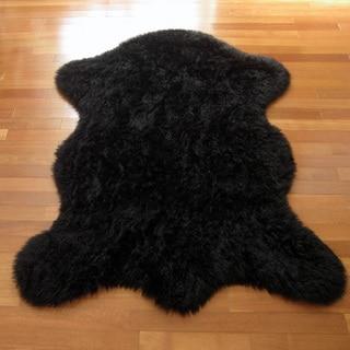 Classic Bear Pelt Black Acrylic Faux Fur Rug (4' 7 x 6' 7)