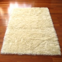 Ivory Classic Sheepskin Faux Fur Rectangle Rug (2'3 x 3'7)