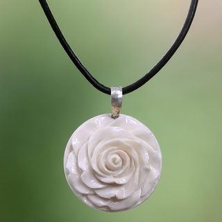 Handmade Cow Bone Leather 'Glorious Rose' Necklace (Indonesia)