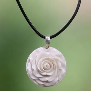 Handmade Cow Bone Leather 'Glorious Rose' Necklace (Indonesia)|https://ak1.ostkcdn.com/images/products/12031667/P18904475.jpg?impolicy=medium
