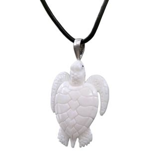 Handcrafted Bone Leather 'White Turtle' Necklace (Indonesia)