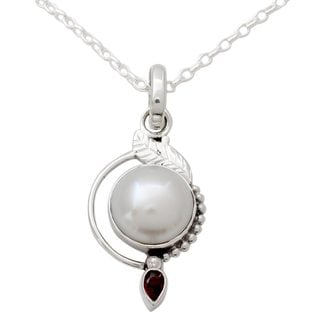 Handmade Sterling Silver 'Sublime Romance' Pearl Garnet Necklace (12 mm) (India)