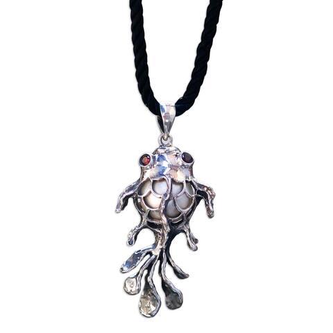 "Handmade Goldfish Cultured Pearl Garnet Necklace (Indonesia) - 7'6"" x 9'6"""