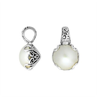 Handcrafted Sterling Silver Bali Pearl Pendant (15 mm) (Indonesia)