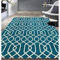 Modern Trellis Pattern Blue Area Rug (5'x7') - 5' x 7'