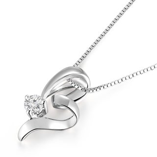 18k White Gold 1/10ct TDW Diamond Ribbon Heart Pendant Necklace (K-L, SI1-SI2)