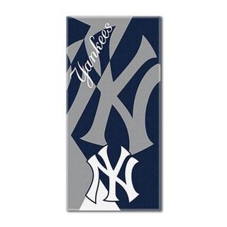 MLB 622 Yankees Puzzle Beach Towel