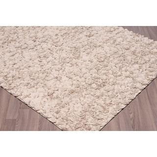 Beige Felt Flower Petal Wool Shag Rug (5' x 7'6)