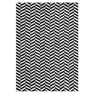 Black/Ivory Leather/Felt Hand-stitched Chevron Cowhide Rug (5' x 8')