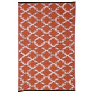 Quatrefoil Orange/White Polypropylene Indoor Outdoor Reversible Area Rug (5' x 8')