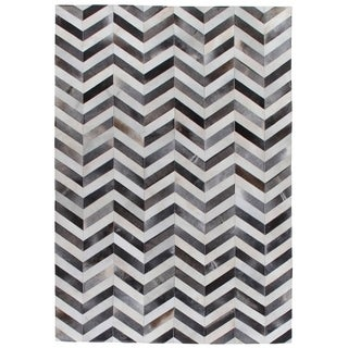 Exquisite Rugs Chevron Hide Grey / White Leather Hair-on-hide Rug - 13'6 x 17'6