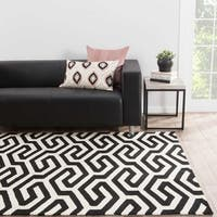 "Casselton Indoor/ Outdoor Geometric Black/ White Area Rug (7'6"" X 9'6"")"