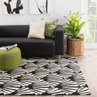 Indoor-outdoor Trellis/ Chain/ Tiles Pattern White/ Black Polypropylene Area Rug (7'6 x 9'6)