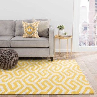 "Casselton Indoor/ Outdoor Geometric Yellow/ White Area Rug (5' X 7'6"")"