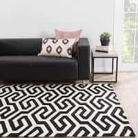 Casselton Indoor/ Outdoor Geometric Black/ White Area Rug - 5' X 7'6""