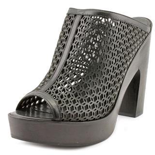 Pour La Victoire Women's Sanya Black Leather Casual Shoes