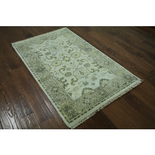 Hand-knotted Oriental Oushak Ivory Wool Rug (3' 1 x 4' 11)